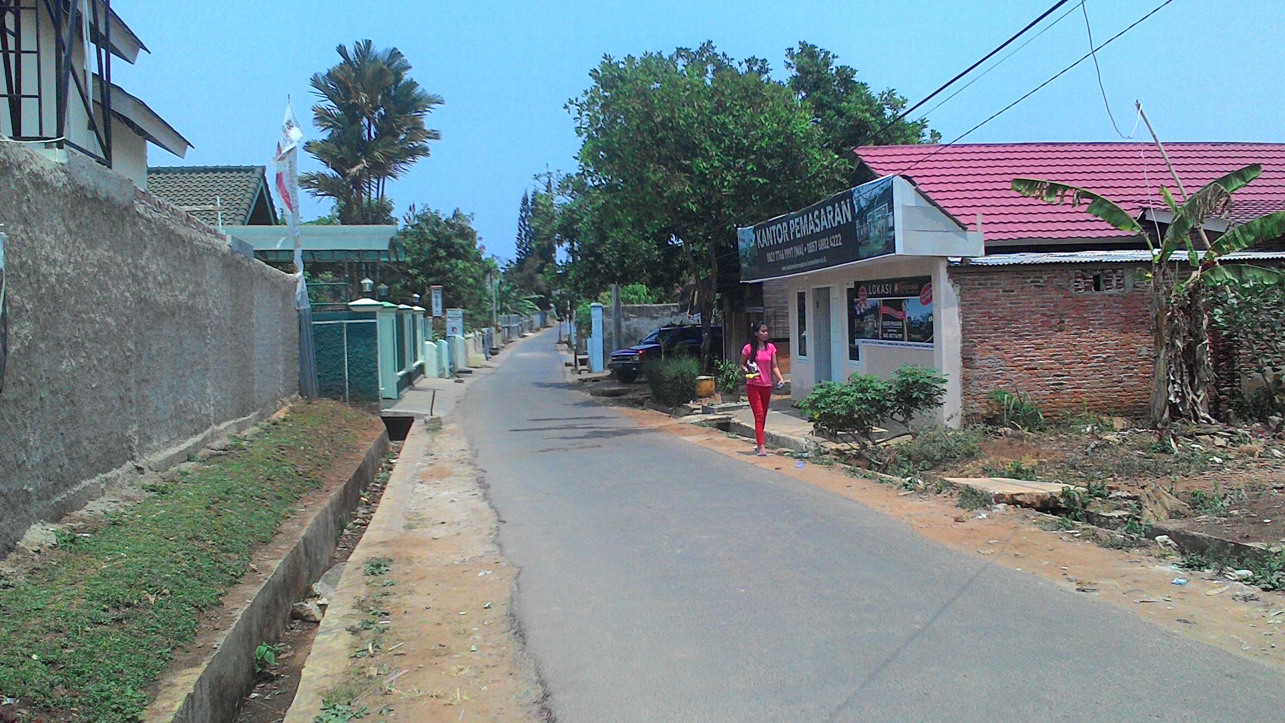 Akses Jalan di samping Perumahan
